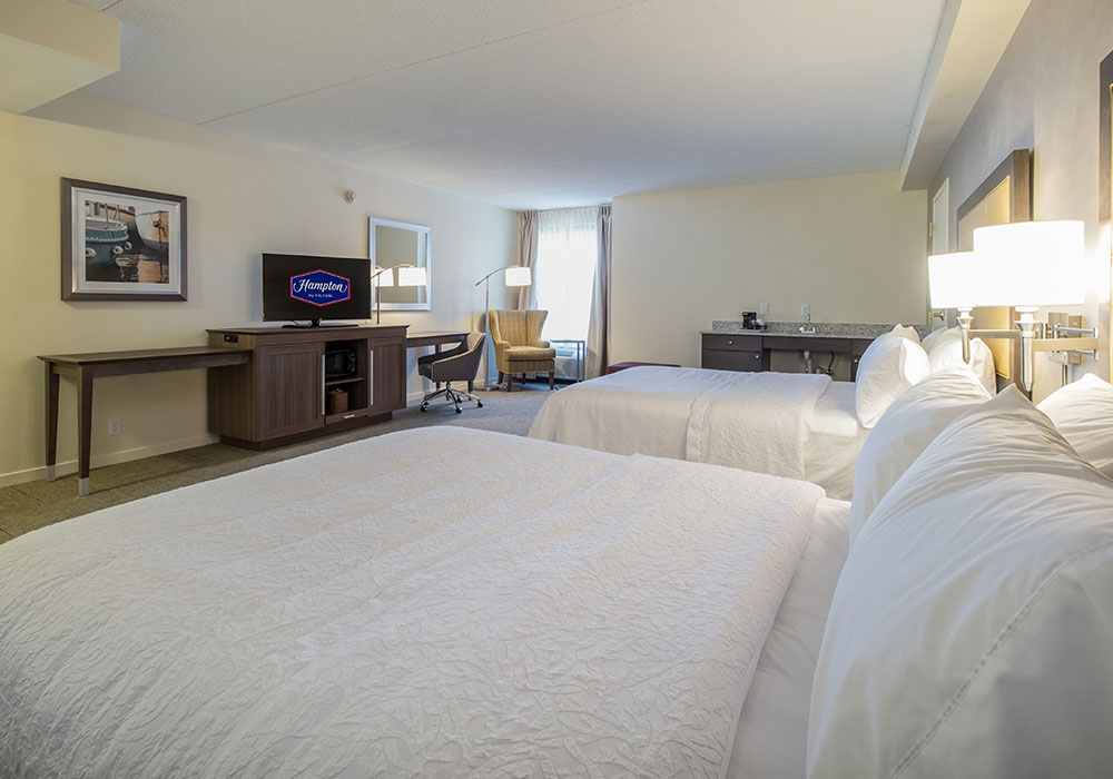 Hampton Inn Waterville Bed Room